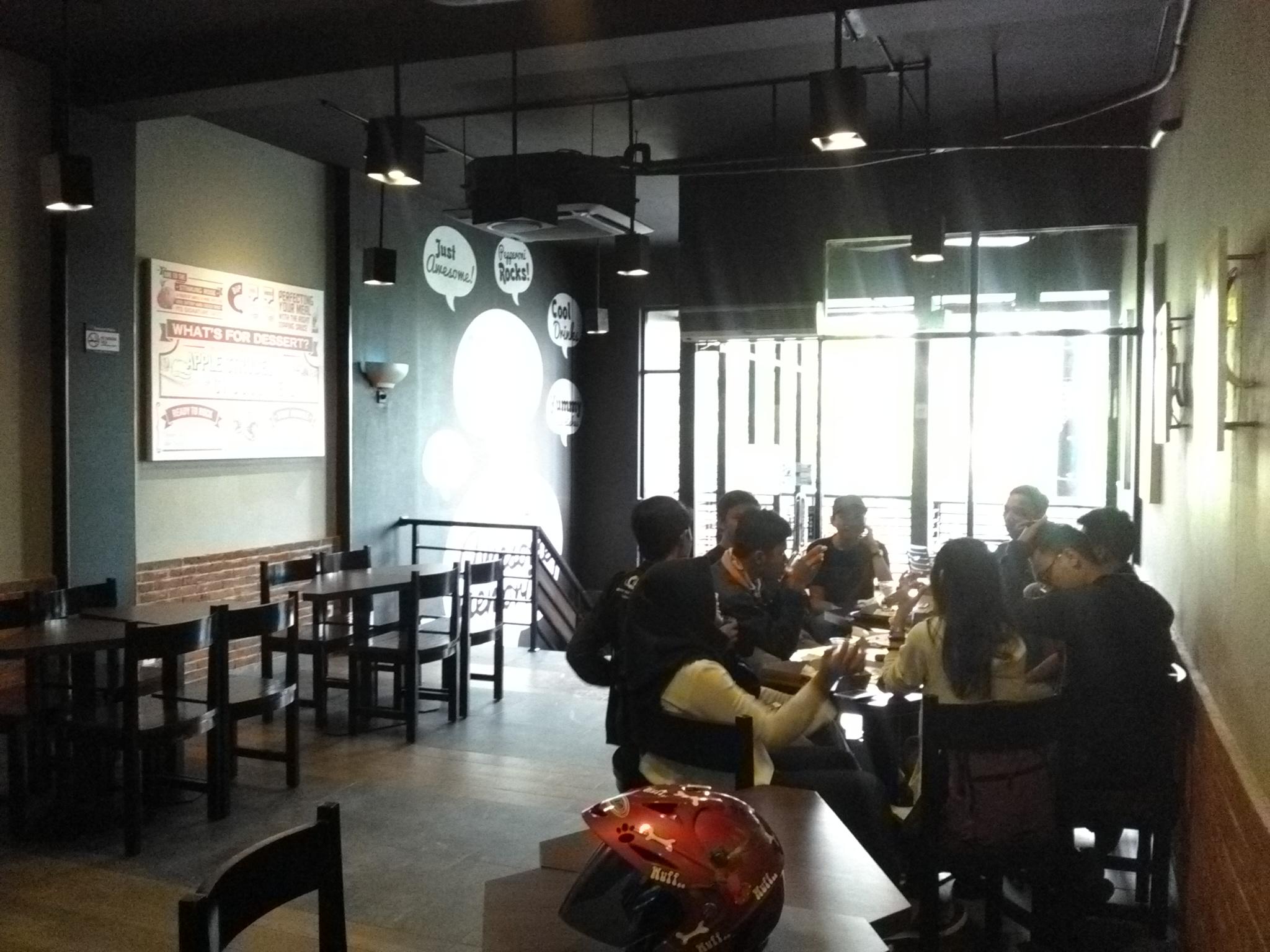 Domino's Pizza - Kel Dago, Bandung